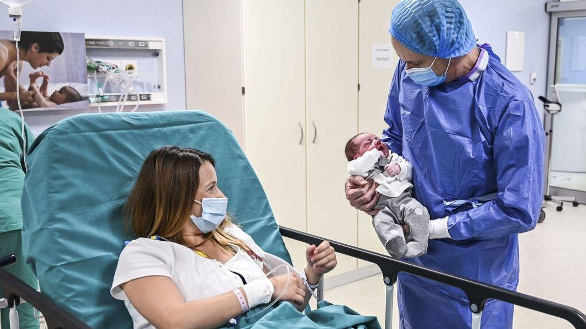 El contacto piel con piel de madres con covid y bebés no aumenta el riesgo de contagio