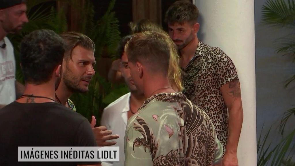 Imágenes inéditas de  'La Isla de las Tentaciones': La reacción de Simone con Carlos tras acostarse con Lola