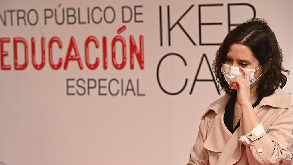 """Ayuso no piensa cerrar Madrid """"por el momento"""" y mantiene el pulso con el Gobierno y el resto de CCAA"""