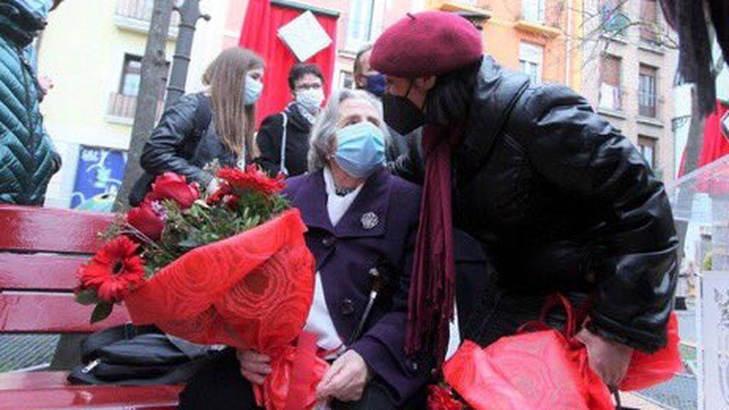 El emocionante encuentro de una madre  y una hija de víctimas de ETA: dos mujeres marcadas por un atentado el mismo día