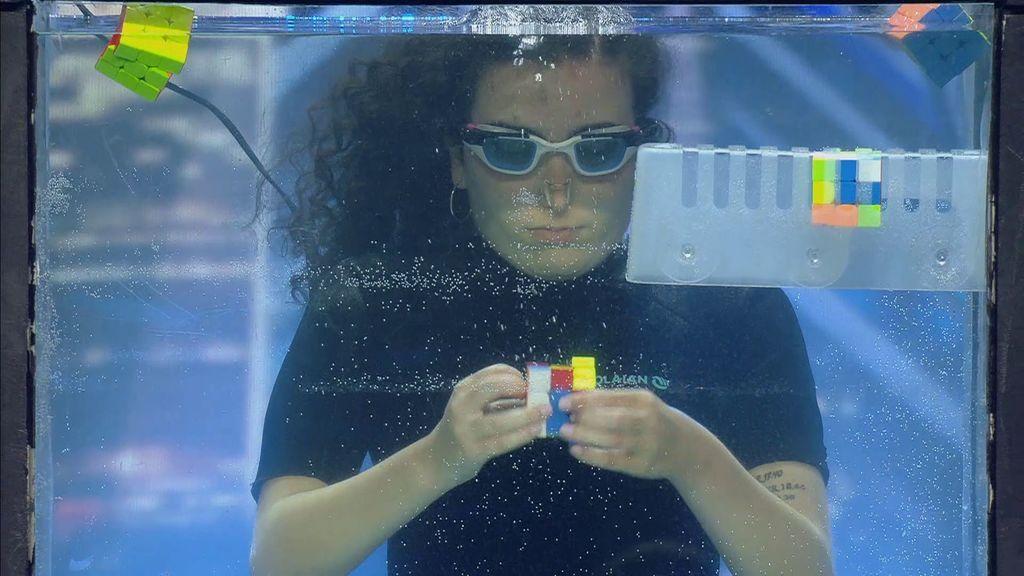 Berta se supera a sí misma con el cubo de Rubik