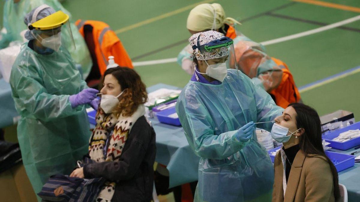España sale de riesgo alto tras otro descenso de la incidencia