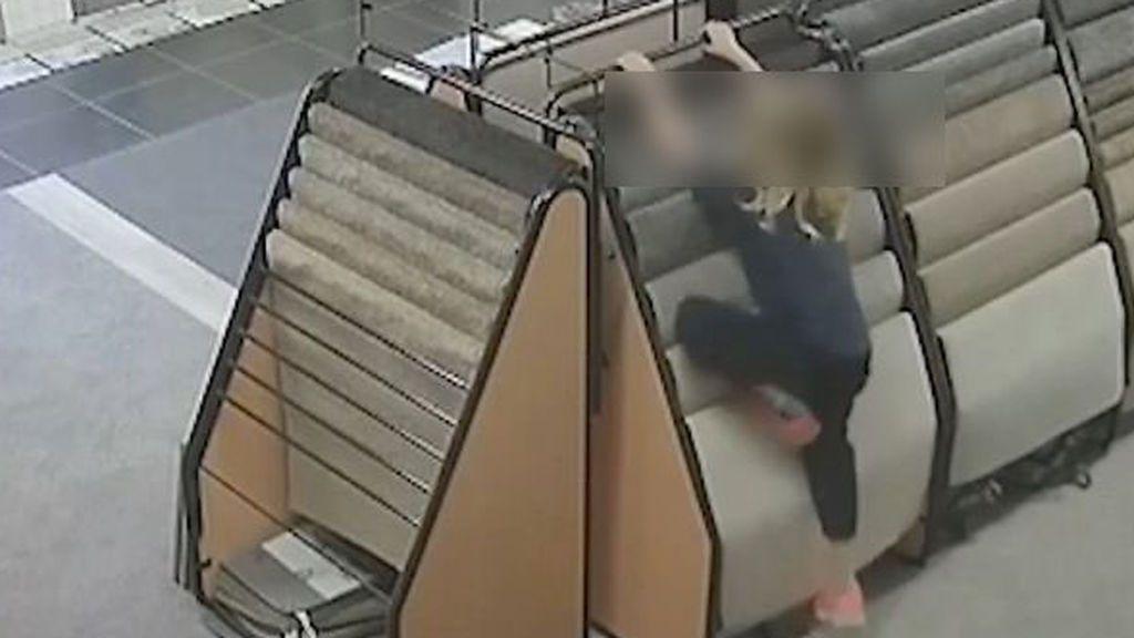 Vídeo de una niña de 7 años  momentos antes de morir aplastada por un neumático en Australia