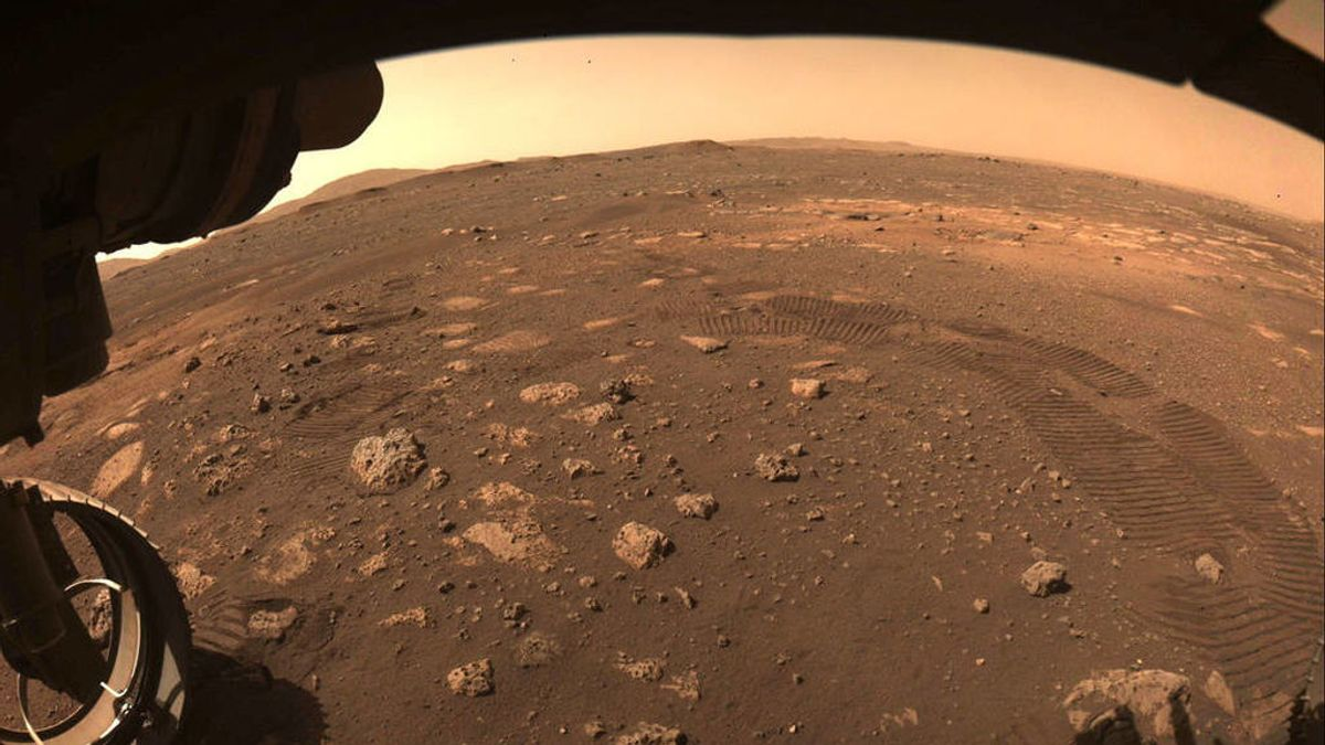 El Perseverance echa a rodar sobre la superficie de Marte
