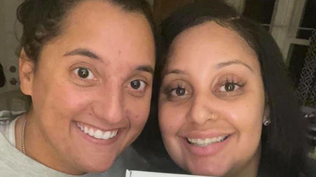 La sorprendente historia de dos mujeres que trabajan en el mismo restaurante sin saber que eran hermanas