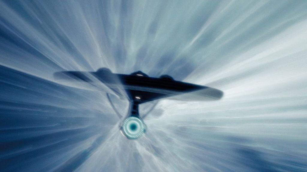 Físicos teóricos plantean un motor de curvatura para viajar más rápido que la luz
