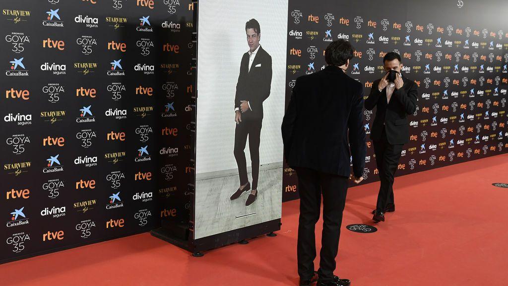 Mario Casas en la alfombra roja de los Premios Goya 2021