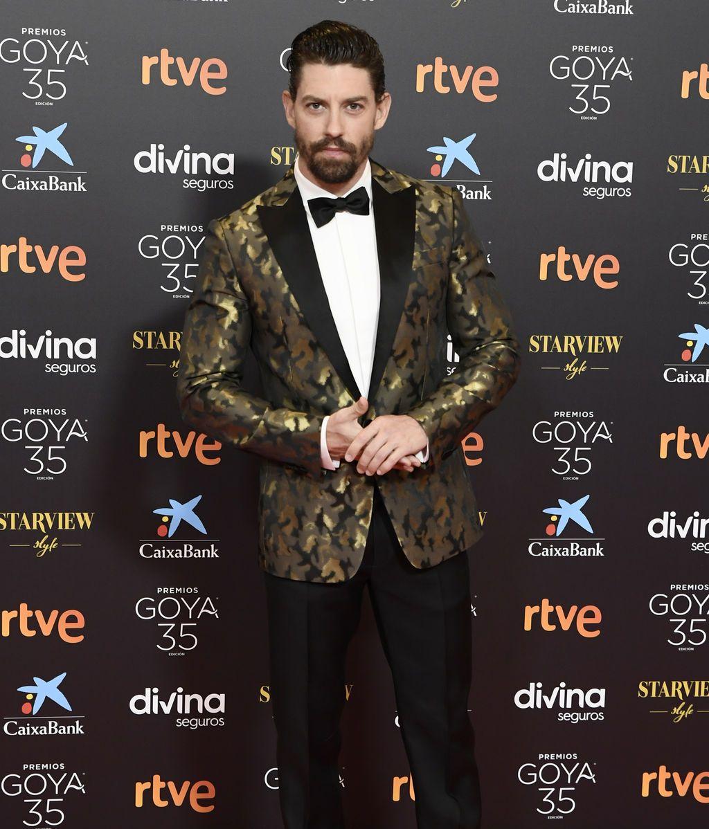 Adrián Lastra en la alfombra roja de los Premios Goya 2021