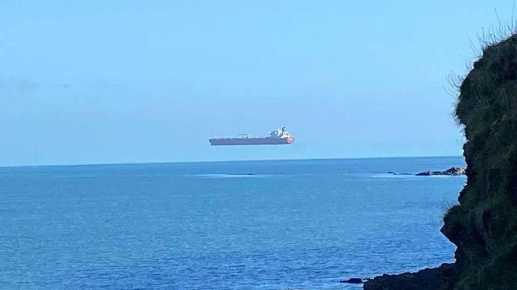 Espejismo superior, el efecto óptico del 'barco volador'