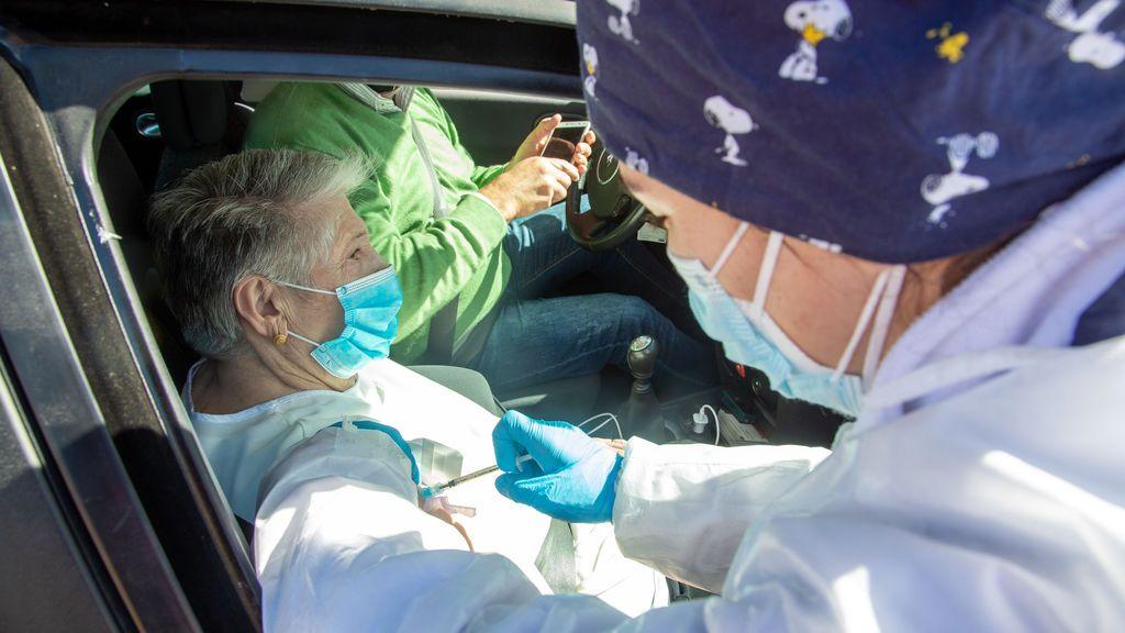 Extremadura vive su primera jornada sin fallecidos desde octubre y la incidencia baja a 42 casos