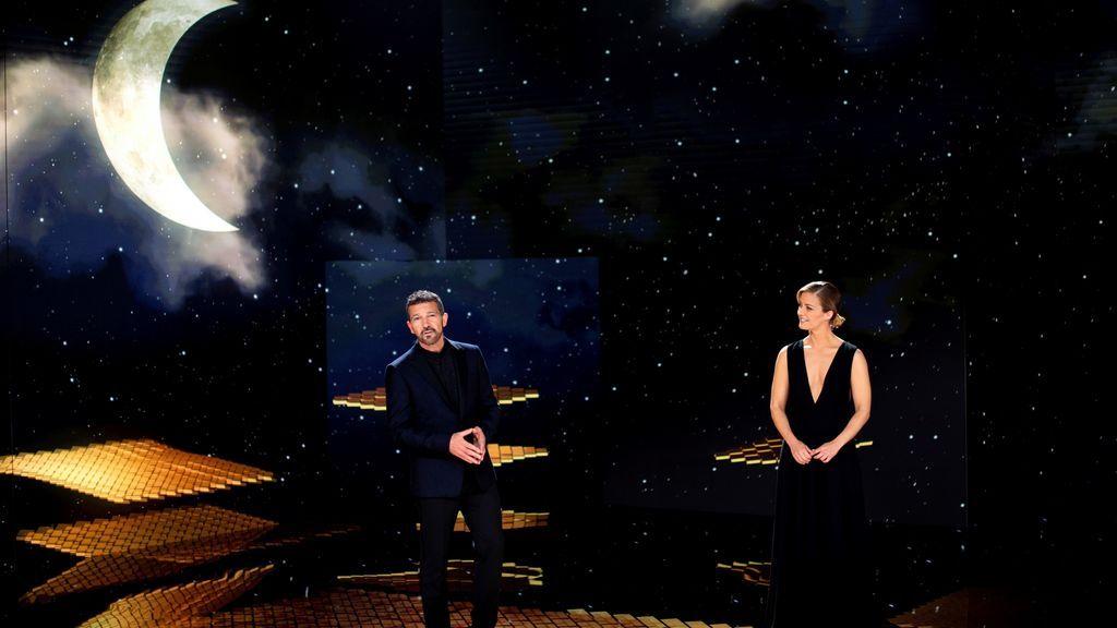 Antonio Banderas y María Casado, al término de la gala de la 35 edición de los Premios Goya