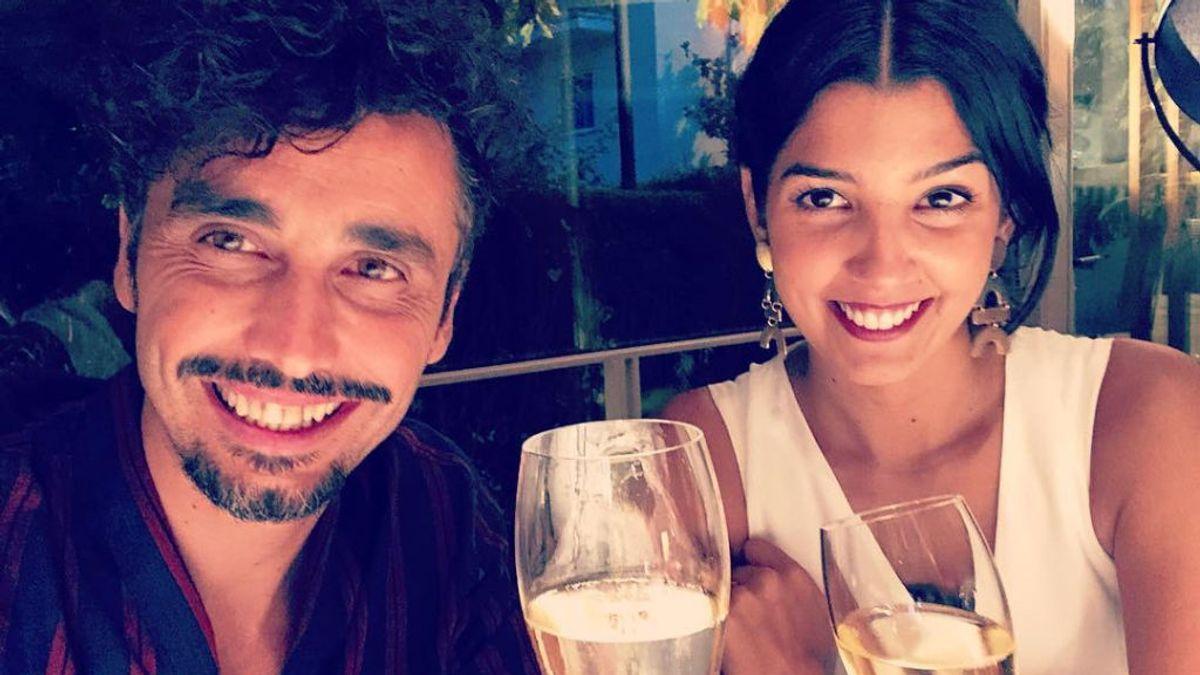 """La mano de Canco Rodríguez en la tripa de su mujer Marta Nogal para anunciar que van a ser padres: """"Nuestra primera creación conjunta"""""""