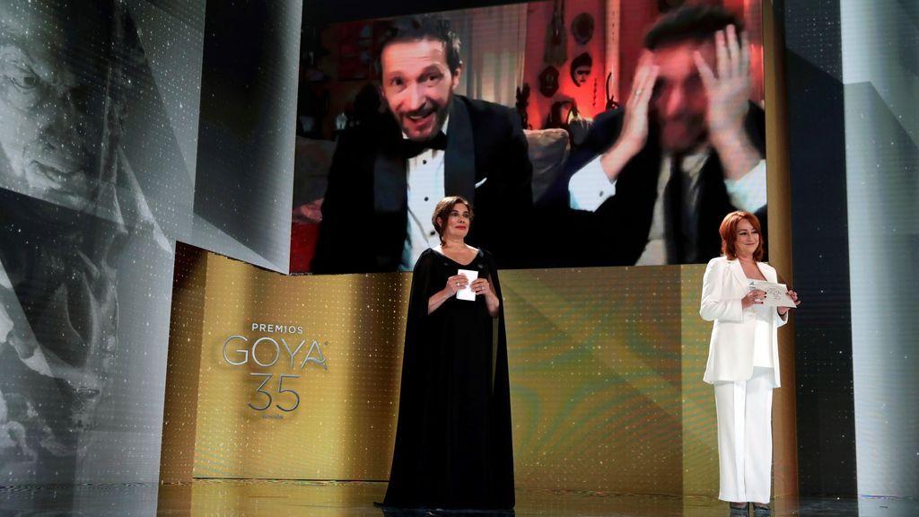 'Adú', galardonada con cuatro premios Goya, entre ellos mejor dirección, en la noche del cine español