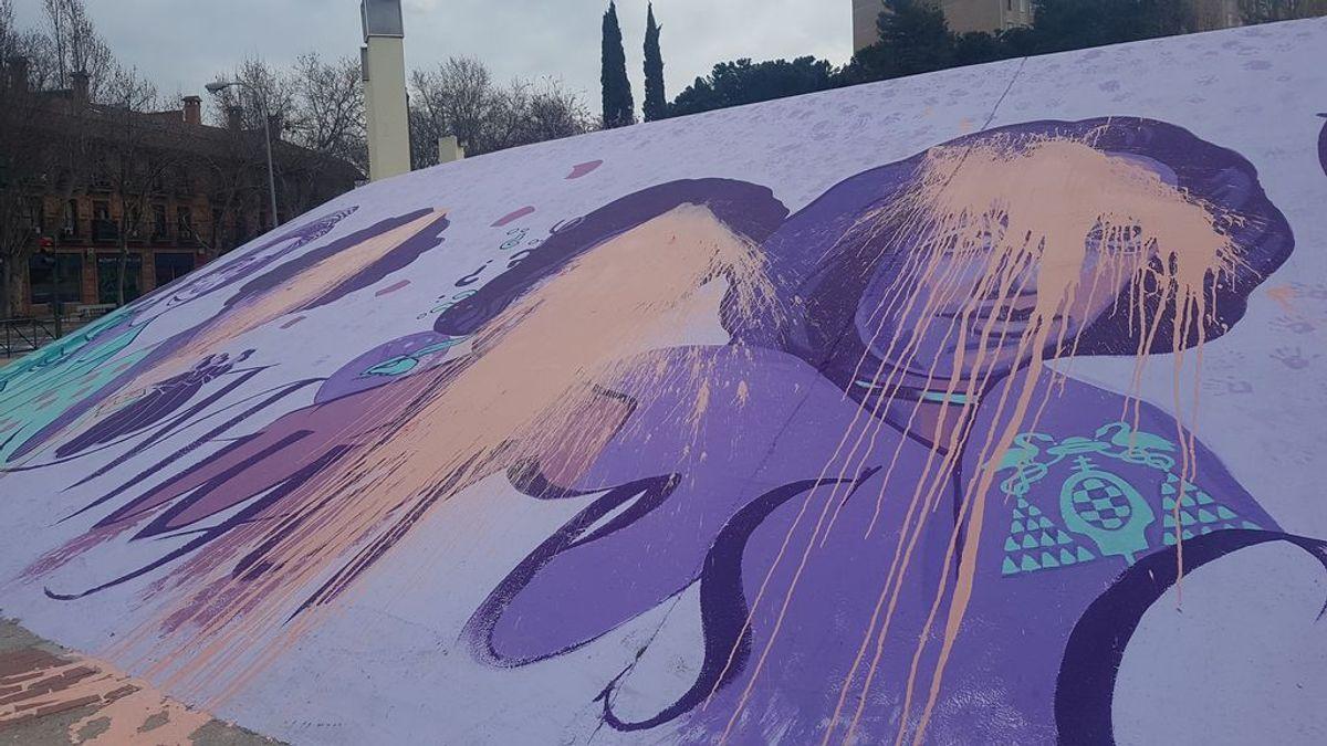 El mural feminista de Alcalá de Henares amanece vandalizado un día después de la visita de Carmen Calvo