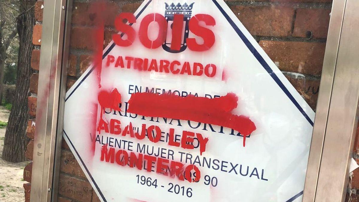 La placa de La Veneno amanece con pintadas contra la ley trans de Irene Montero