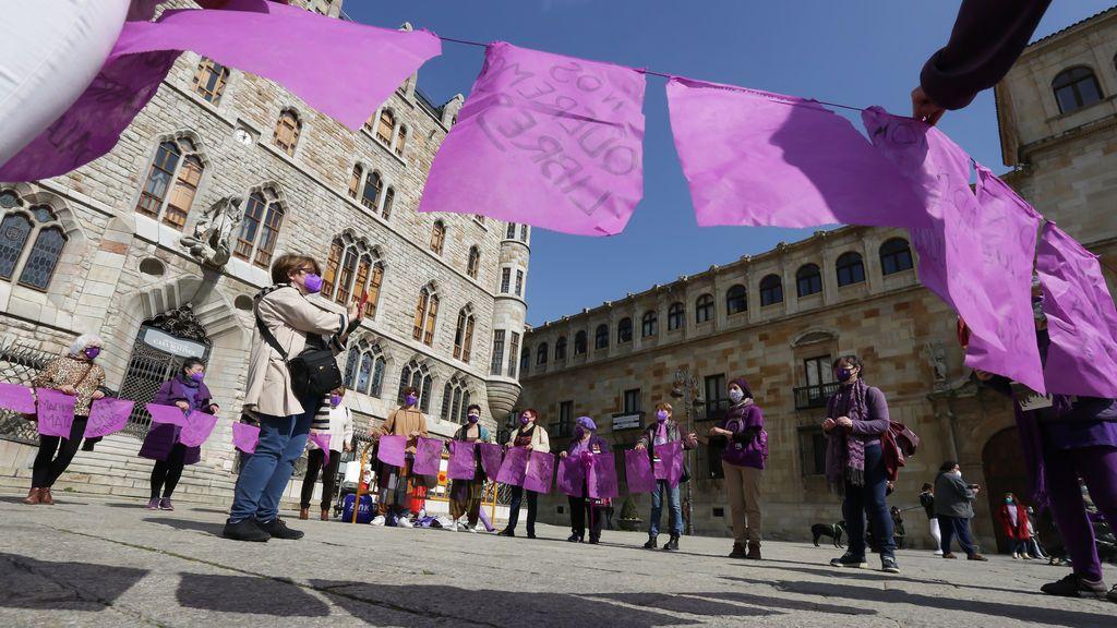 Militantes e inscritos de Podemos promueven un manifiesto contra la Ley Trans de Montero