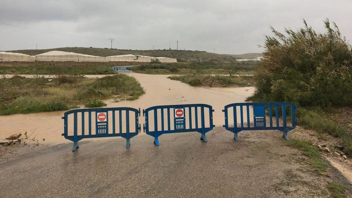 Las fuertes precipitaciones en Murcia dejan calles anegadas en Águilas