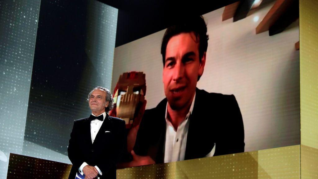 José Coronado y Mario Casas en la gala de la 35 edición de los Premios Goya