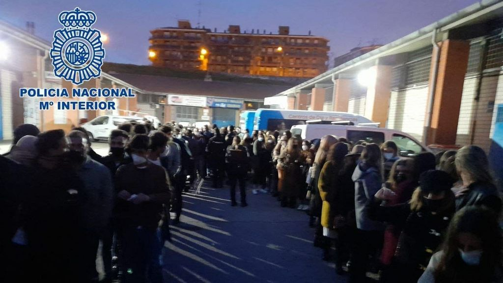 EuropaPress_3596211_policia_nacional_detuvo_anoche_madrid_25_personas_sanciono_69_cinco_fiestas
