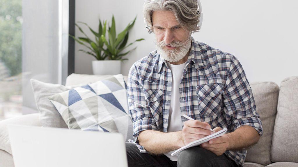 Cuando los sénior ayudan a ganar dinero a la Generación Z: la web de negocios que los pone en contacto
