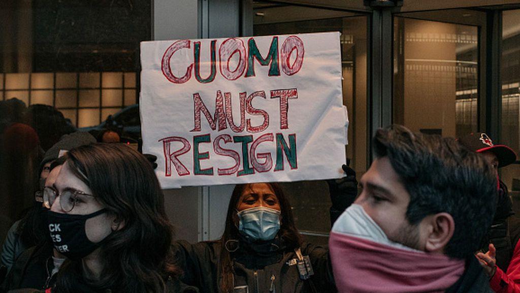 Las líderes del Congreso y Senado del estado de Nueva York exigen la dimisión de Cuomo