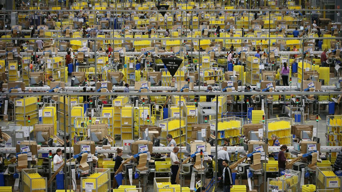 Cuando Amazon sube el sueldo a sus empleados, las empresas que hay cerca también lo hacen