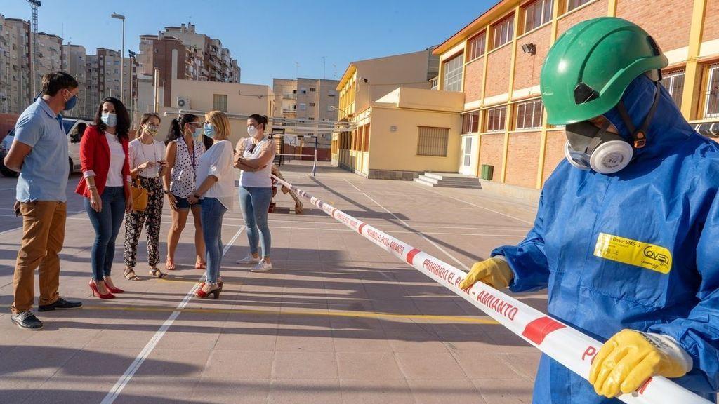 Un millón de niños estudian en colegios expuestos al amianto en España