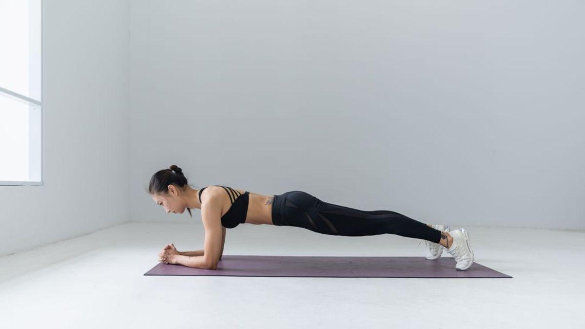 Comienza la operación bikini: cinco ejercicios core para principiantes que te ayudarán a tener un abdomen firme