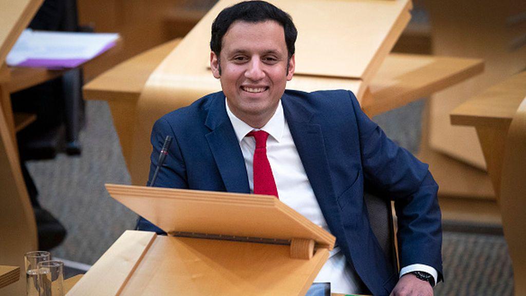 Sarwar, el dentista con la misión de reconstruir los cimientos de los laboristas escoceses