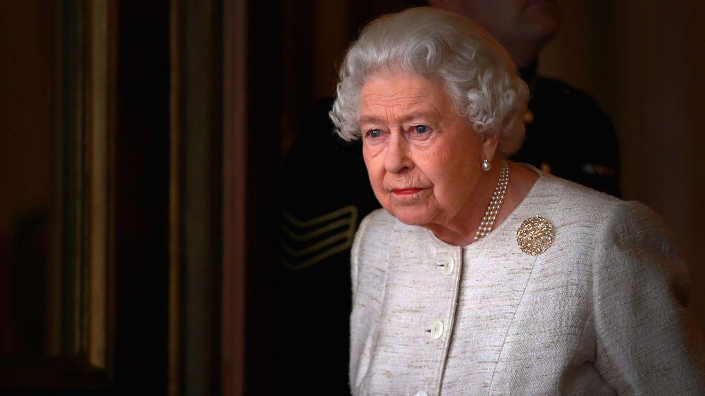 """La reina Isabel II califica de """"preocupantes"""" las palabras racistas hacia Meghan Markle"""