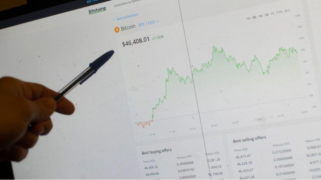La CNMV detecta fraudes a inversores suplantando su identidad y advierte de que nunca pide números de cuenta