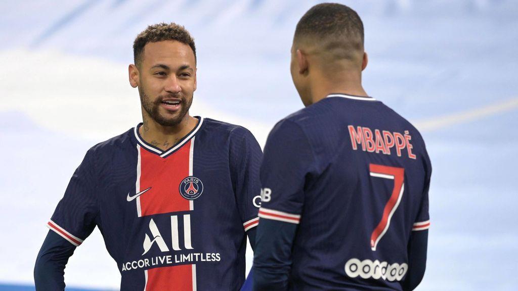 Neymar sigue sin entrenar con el grupo.