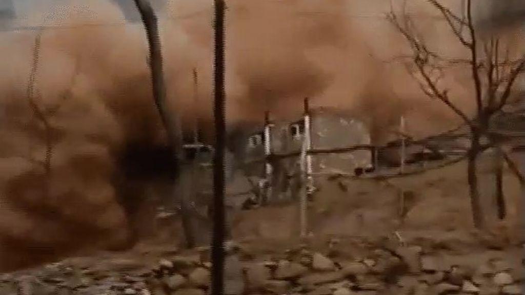 Un casa y multitud de animales sepultados en China por un enorme deslizamiento de tierra