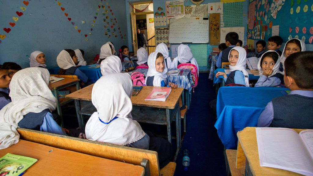 Afganistán prohíbe a las alumnas de más de 12 años cantar en presencia de hombres