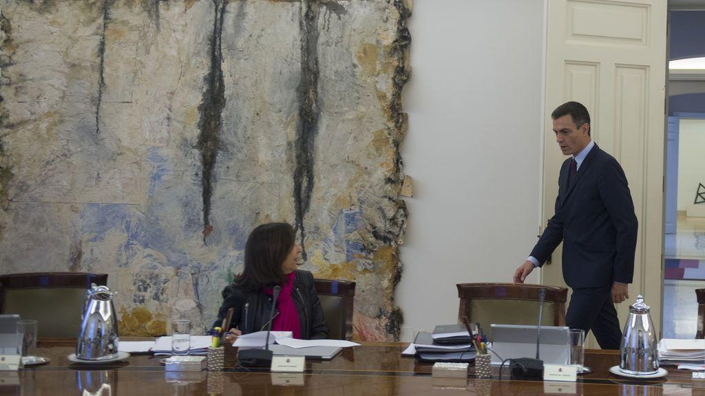 La convocatoria de Ayuso pilla al PSOE con dudas en Madrid: ¿es el momento de Margarita Robles?