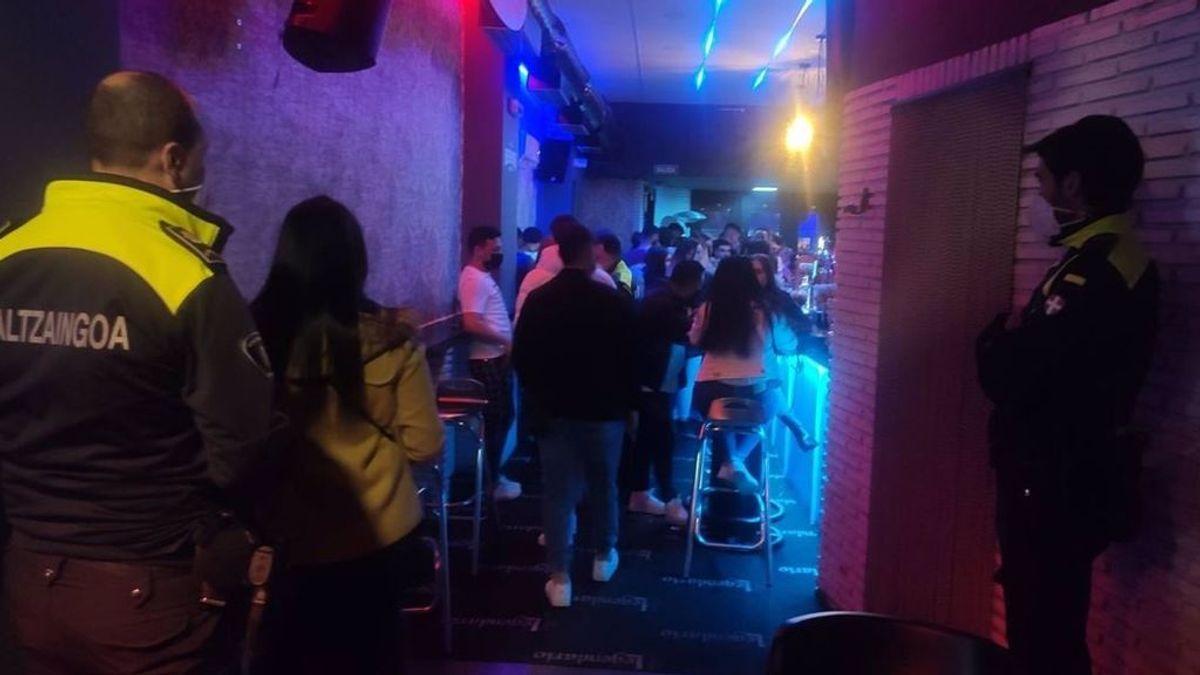 La policía desaloja y clausura un pub de Barakaldo con 115 personas sin mascarilla ni distancia de seguridad