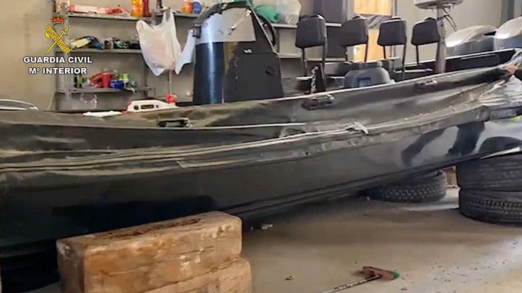 Una de las embarcaciones intervenidas a la organización del `Tapi´