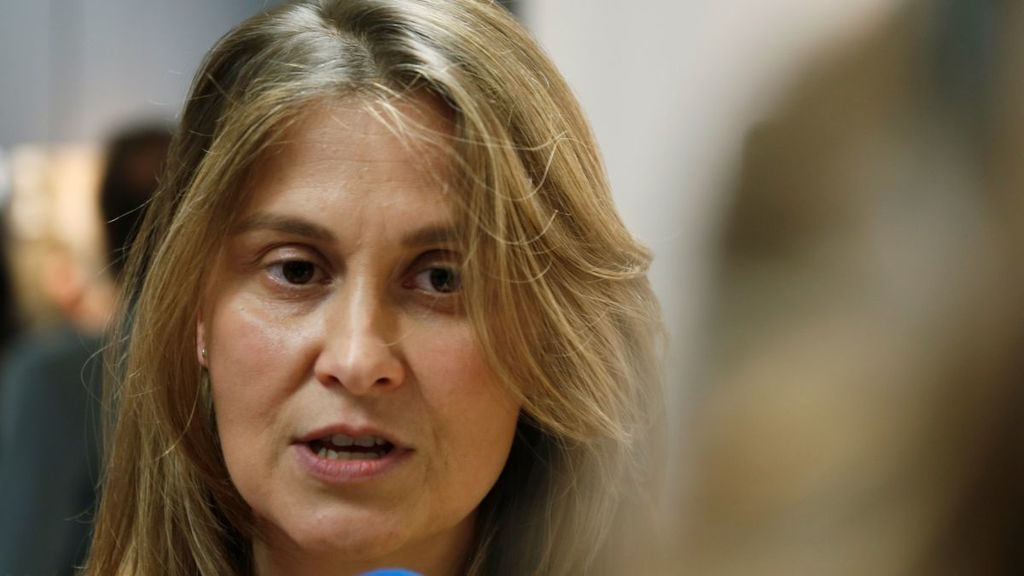 La exconsejera catalana huida Meritxell Serret se entrega en el Supremo