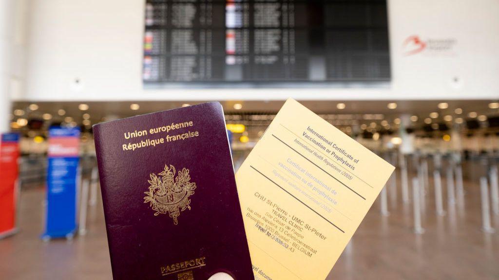 Los europeos, pendientes de las vacunaciones para planificar sus vacaciones en verano