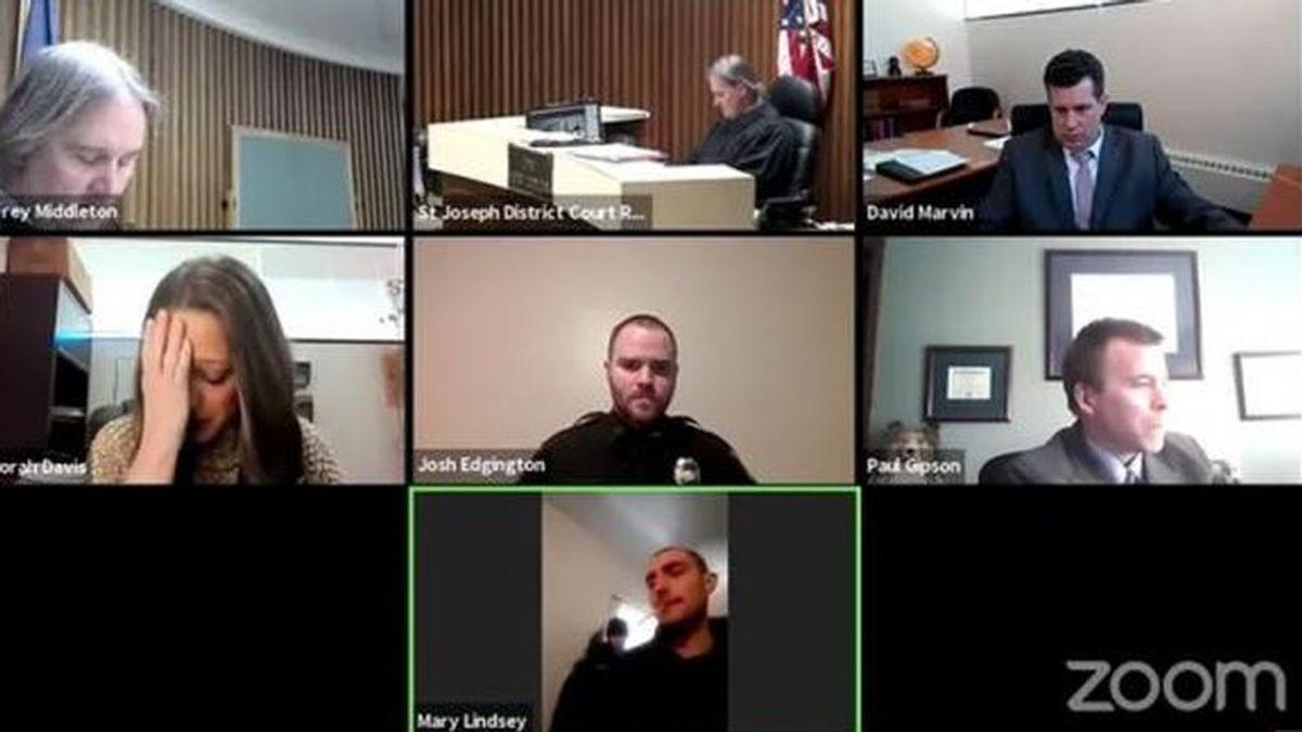 Juicio virtual con el agresor conectado desde la casa de la víctima