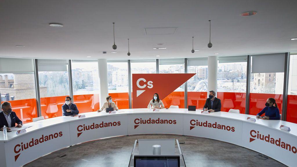 Una encuesta de C's refleja que Ayuso necesitaría a los naranjas y a Vox para retener Madrid