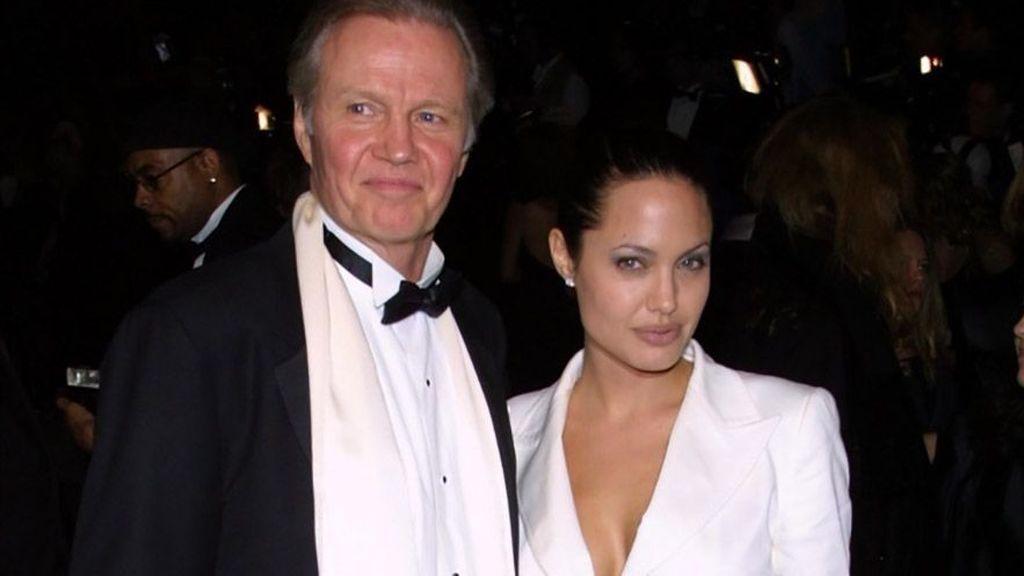 La relación entre John Voight y Angelina Jolie ha estado protagonizada por distintas idas y venidas.