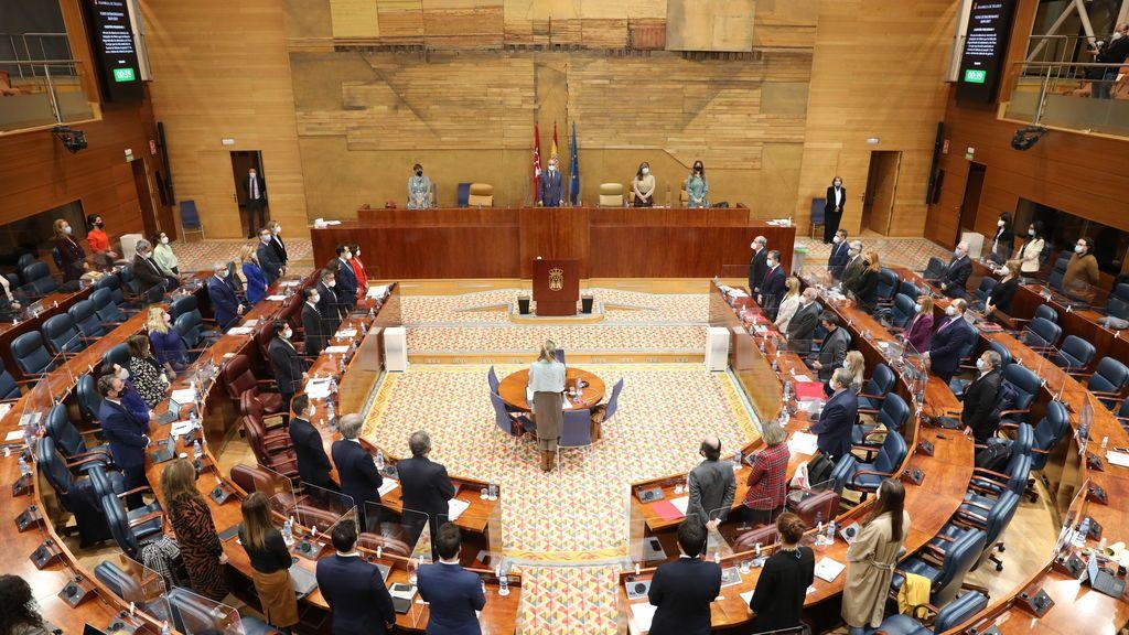 """La Asamblea de Madrid urge a los jueces a suspender la convocatoria electoral de Ayuso por sus efectos """"irreparables"""""""