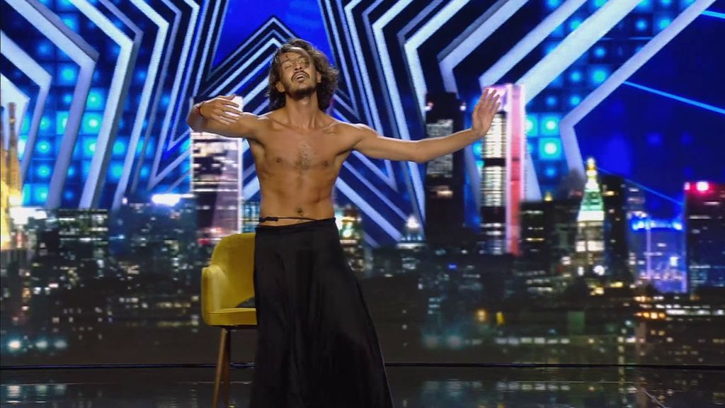 Este italiano ha cautivado con su original baile