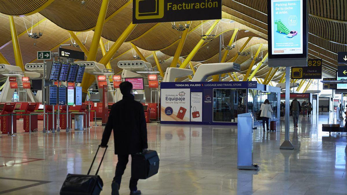 Pasajeros en la terminal T4 del Aeropuerto Adolfo Suárez Madrid-Barajas