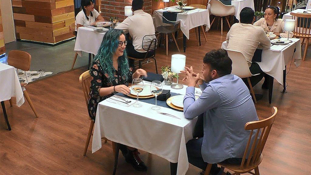 Marina y Víctor en el programa 'First Dates'