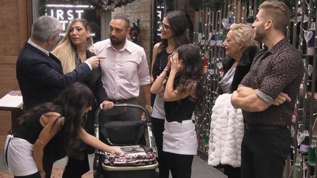 Cristian y Cristina, visitando 'First Dates' para presentar a Romero ( diciembre de 2017)