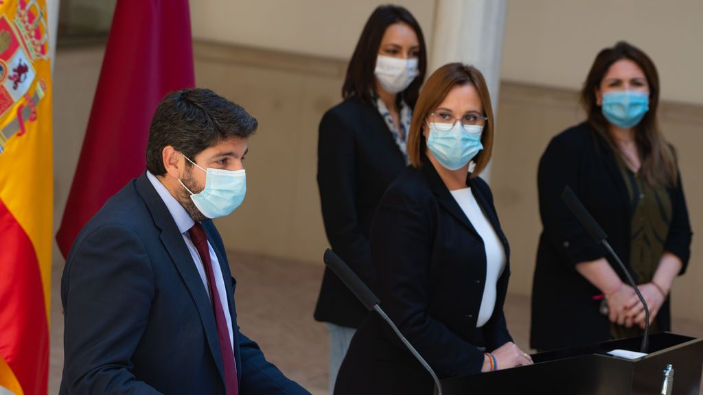 López Miras integra en su Gobierno a los tres diputados 'tránsfugas' de C's y exige al PSOE que retire la moción de censura