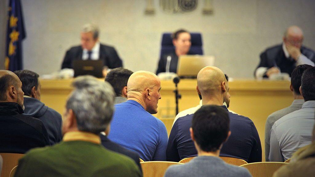 Casper y otros miembros de su banda en un juicio en la Audiencia Nacional.