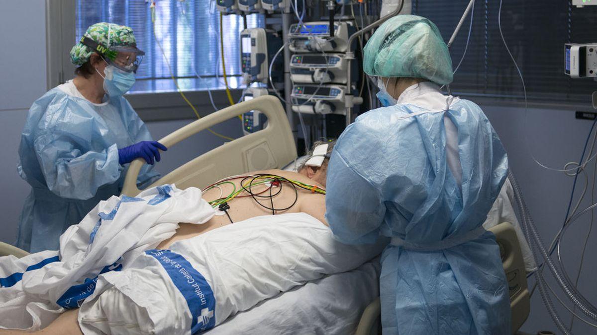 Doce meses de coronavirus  en las UCI, así han enfrentado los sanitarios su carrera por salvar vidas